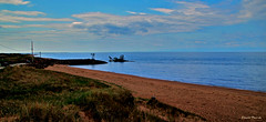 On enlève le sable du chenal / Removing sand from the channel (Donald Plourde) Tags: détroit northumberland straight nuages clouds mer sea chenal channel plage beach bateau boat