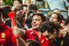 _MG_1095 (sergiopenalvagonzalez) Tags: rcdmallorca futbol football ball people ambiente palma palmademallorca aficion pasion rojo negro ib3 diariodemallorca sergiopenalvagonzalez sergiopenalvag gente emocion nervios ascenso alegria