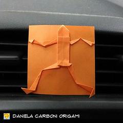 """Origami Challenge 36/365 """"Fuga dall'Origami 3D """"  Modello creato nel 2015.  Questo modello fa parte di un filone di ricerca che ho chiamato """"Origami  2D"""", ne parlerò meglio nei prossimi giorni. Sì, lo ammetto: i modulari Golden venture non mi piacciono pr (Nocciola_) Tags: origami2d paperart cartapiegata createdandfolded papiroflexia paperfolding originaldesign square danielacarboniorigami paper origami squarefolds"""