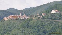 P1520788 (bebsantandrea) Tags: ortonovo luni liguria nicola borgo lunigiana centro storico piazza chiesa torre panorama collina versilia