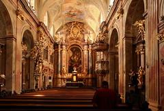 Beten in der Annakirche in Wien (Wolfgang Bazer) Tags: annakirche st annes church wien vienna barock baroque barockkirche kirche kircheninnenraum österreich austria ake