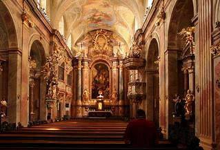 Beten in der Annakirche in Wien