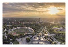 Munich sunset. (Anscheinend) Tags: münchen munich monaco bayern bavaria deutschland germany sunset ocaso tramonto sonnenuntergang twilight coucher coucherdesoleil pôrdosol olympia olympiaturm olympiastadion olympicstadium horizon rays sun sky city skyline