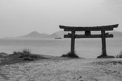Japan-Naoshima (rwscholte) Tags: japan naoshima torii pentax k1 bw sea beach water mountain sky landscape grass sand rwscholte exibition shashin blackandwhite nippon reinscholte monochrome lichtzone