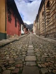 La Candelaria, Bogotá (tom.frohnhofer) Tags: iphone7 tomfrohnhofer solotravel backpacking colombia southamerica bogotá lacandelaria cobblestonesoldtown