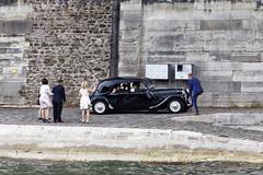 Bride & Groom Leave Wedding Party Along Seine (dcstep) Tags: n7a1238dxo2 bride groom seine seineriver classiccar weddingparty allrightsreserved copyright2017davidcstephens dxophotolab