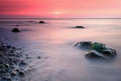 Ein Gefühl von Sommer (Petra Runge) Tags: ostsee balticsea sunset sonnenuntergang seascape landschaft natur nature color farben rot warnemünde petrarunge