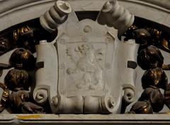 Astorga (León-España). Catedral. Luda sepulcral del General Jusé María Alonso de Santocildes. Escudo (santi abella) Tags: astorga león castillayleón españa catedraldeastorga heráldica escudos