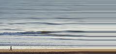 Strandläufer (Ralf Westhues) Tags: mensch person strand plage beach spaziergänger läufer walker allein wellen wasser ozean atlantik atlantique atlantic waves vagues flots eau water minimal minimalisme being homme natur nature milvus2135 zf2 zeiss carlzeiss milvus