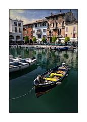 Porto Vecchio di Desenzano (Olivier Faugeras) Tags: desenzano lacdegarde lagodigarda italie italia italy pentax boat bateau