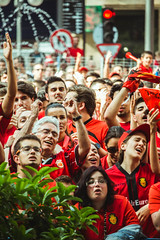 _MG_0453 (sergiopenalvagonzalez) Tags: rcdmallorca futbol football ball people ambiente palma palmademallorca aficion pasion rojo negro ib3 diariodemallorca sergiopenalvagonzalez sergiopenalvag gente emocion nervios ascenso alegria