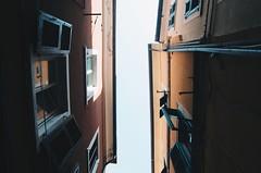 Carrara dai tetti (gianmarcorolla) Tags: arte bellezza amore particolari italy carrara citta city f8 18mm 160 iso 18105 nikon