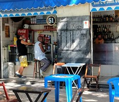 onde está minha cerveja? (lucia yunes) Tags: bar bares botequim boteco gente cerveja mobilephoto mobilephotographie cenaderua luciayunes fotoderua fotografiaderua streetscene streetphotography streetphoto streetshot streetlife lifestreet