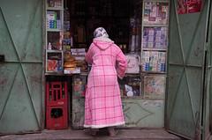 pink 'n green (M00k) Tags: marokko marrakech medina shop woman pink green