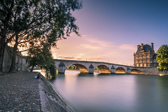 Summer life in Paris (Sizun Eye) Tags: louvre museum quay quais seineriver seine river summer wind bridge pontroyal pont old town city urban paris france iledefrance paris1er poselongue longexposure le sunset coucherdesoleil crépuscule nikond750 nikon nikkor1424mmf28 nikkor uwa nisifilters leefilters