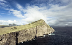 The cliff (Rene Wieland) Tags: färöer faroeislands travel nature cliff ocean shore water atlantic wildworld hiking wanderlust canon6d explore faroe