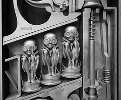birth machine (HR Giger Museum, Gruyères) (Toni_V) Tags: m2407981 rangefinder digitalrangefinder messsucher leicam leica mp typ240 type240 28mm elmaritm12828asph hrgiger gruyères gruyerz gruyere hrgigermuseum sculpture gebärmaschine babyproducer bw blackwhite schwarzweiss monochrome sep2 silverefexpro2 niksoftware fribourg kantonfreiburg birthmachine skulptur art kunst switzerland schweiz suisse svizzera svizra europe ©toniv 2018 180526 aluminium
