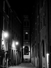 Via de' Pepoli - Bologna (frillicca) Tags: 2018 april aprile bn bw biancoenero bianconero blackandwhite blackwhite bologna lampione lamps light luce monochrome monocromo night notte panasoniclumixlx100 street streetlight viadepepoli