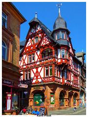 Marburg Altstadtbereich (fotokarin57) Tags: marburg autofokus architektur deutschland schiefer elements plaza stadt gebäude himmel outdoor rot