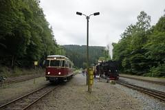 Links de HSB 187 011-2 naar Stiege en rechs HSB 99 7237-3 naar de Brocken bij vertrek uit Eisfelder Talmühle  12-06-2018 (marcelwijers) Tags: links de hsb 187 0112 naar stiege en rechs 99 72373 brocken bij vertrek uit eisfelder talmühle 12062018 011 7237 harzer harz schmalspurbahnen smalpoor smalspoorlijn lijnen bahnen bahn narrow gauge railways railway railroad tren trenens treno deutschland duitsland germany steam dampflok stoomlok stoom dampf locomotive vapore lokomotive lokomotief locomotief triebwagen vt br class serie bahnhof station la gare