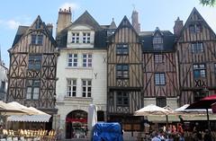 Tours, Place Plumereau (Sokleine) Tags: maisons houses maisonsàcolombages citycentre historic heritage tours 37000 indreetloire touraine frenchheritage france