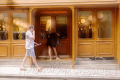 X02T4230 (kingston Tam) Tags: street life human streetscenes city photojournalism streetphotography people door gate walk walker pedestrian fujifilmxt1 soho bar