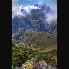 La nouvelle (Robyn Hooz) Tags: mafate lanouvelle pitondeneige crater caldera larèunion nuvole clouds cielo sky tropical vegetation capricorn cirque
