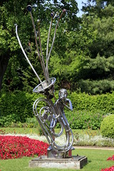 Caldecott Park, Rugby - Echo Sculpture (22/52) (Stu.G) Tags: project52 project 52 project522018 522018 27may18 27thmay2018 27th may 2018 may2018 27thmay 27518 270518 2752018 27052018 canoneos40d canon eos 40d canonefs1785mmf456isusm efs 1785mm f456 is usm england uk unitedkingdom united kingdom britain greatbritain d europe eosdeurope caldecott park caldecottpark caldecottparkrugby rugby warwickshire rugbywarwickshire rugbytown uktown