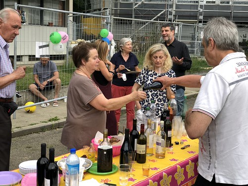 "Fête des Voisins 2018 • <a style=""font-size:0.8em;"" href=""http://www.flickr.com/photos/151580658@N02/41637952804/"" target=""_blank"">View on Flickr</a>"