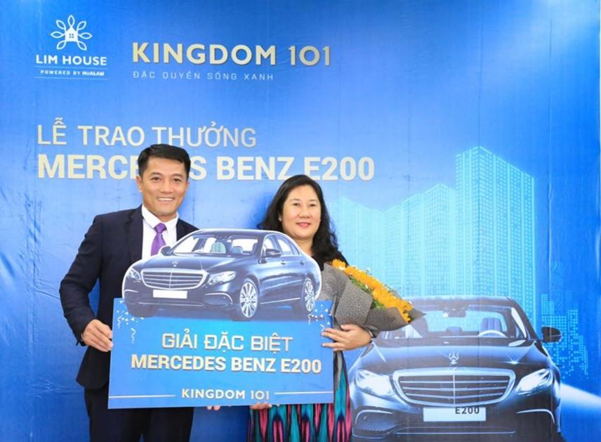 Mercedes Benz E200 đã được trao cho khách hàng may mắn đặt chỗ mua căn hộ Kingdom 101