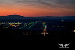 Midnight landing in Oslo as seen from the jumpseat (gc232) Tags: final approach landing land airport osl oslo midnight sun sunset sunrise aerial pilots view
