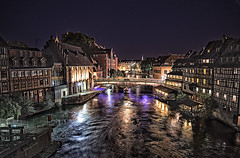 STRASBOURG AT NIGHT   -   ESTRASBURGO DE NOCHE (Miquel Fabré) Tags: estrasburg miquelfabre estrasburgo strasbourg alsacia alsace francia france europa europ europe eu paisajeurbano citysacape night noche rio river agua water antiguo ancient edificios buildings color colorful reflejos reflexes vacaciones vacations viaje travel trip turismo turism petitefrance
