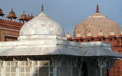 fatehpur sikri domes (kexi) Tags: india asia fatehpursikri uttarpradesh architecture domes old ancient temple mosque white red blue samsung wb690 february 2017