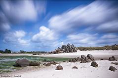 Le Finistère, Bretagne. (arottatinti) Tags: groupenuagesetciel mer soleil rochers pose longue côtes paysage ciel pierre eau baie côte finistère bretagne couleurs sable croix