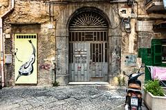 Hauseingang (isnogud_CT) Tags: quartierispagnoli spanischesviertel neapel haus eingang hauseingang italien vicoli gassen