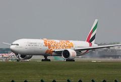 A6-EPO Boeing 777-31HER Emirates (corkspotter / Paul Daly) Tags: a6epo boeing 77731her b77w 42334 1415 l2j bdmr 8963de uae ek emirates 2016 n1794b 20160728 dub eidw dublin