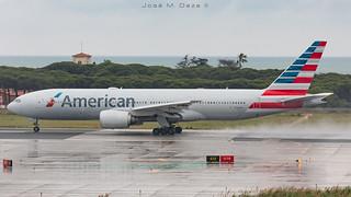 American Airlines B777-223ER N765AN