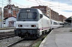 252.047 arrosegant el Arco Camino Santiago Miranda de Ebro-Irun (Andreu Anguera) Tags: ferrocarril tren arco caminodesantiago coruña galicia mirandadeebro andreuanguera