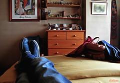Un descanso (Franco D´Albao) Tags: francodalbao dalbao canonpowershotg10 descanso resting cama bed pies feet dormitorio bedroom