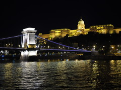 Budapest at night (pepa_carbassa) Tags: architecture arquitectura castell castillo château castle pont puente bridge hongria hungría hongrie hungary budapest