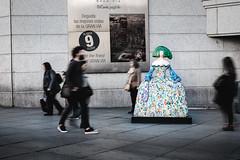 Menina (fernando_gm) Tags: street spain madrid meninas calle callejera callao colour color city ciudad gente people person persona personas movement movimiento fujifilm fuji f14 35mm xt1 art sculpture escultura airelibre