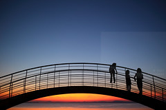 Arch-i-pelagon (Elios.k) Tags: horizontal outdoors people three children bridge arch arc architecture metalstructure dusk bluehour silhouette sunsetcolors dof depthoffield focusinforeground backgroundblur scenery seascape landscape calm serene sunset sunsetcolours water sea pagasiticbay reflection light sunlight bay island clear sky clouds weather colour color travel travelling august 2017 summer vacation canon 5dmkii camera photography milina μηλίνα πήλιο pelion thessaly greece ελλάδα