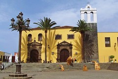 yellow church :) (green_lover (I wait for your COMMENTS!)) Tags: church garachico tenerife canaryislands spain square town architecture steps lamppost palms