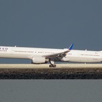 United Airlines Boeing 757 -300 N74856 landing at SFO, port profile, DSC_0854 thumbnail