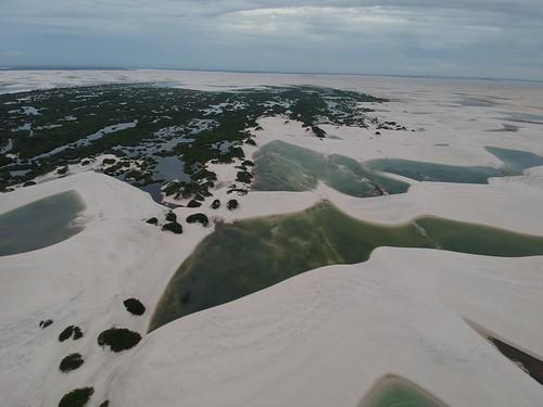 Une vue aérienne des Lençois et de l'oasis Quemada dos Britos