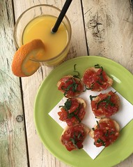 (ifranke) Tags: apulien puglia italien italy iphone essen food tisch table saft tomato tomate bruschetta