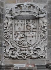 Astorga (León-España). Catedral. Fachada. Torre. Escudo real (santi abella) Tags: astorga león castillayleón españa catedraldeastorga heráldica escudos