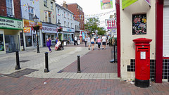 Elizabeth 2 cypher post pillar box Junction Hight Street and Castle Street Poole 02.09.2017 (The Cwmbran Creature.) Tags: g p o gpo general post office street furniture red heritage letter great britain gb