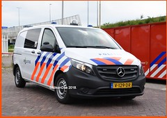 Dutch Police Vito. (NikonDirk) Tags: police politie volkswagen drenthe transporter t5 dog k9 nikondirk dutch nederland netherlands groningen friesland noord bike biketeam holland nikon cop cops hulpverlening honden brigade hondenbrigade foto 29lgh6 90hjd3 section dogsection support mercedes benz vito 116 cdi unit v129dr