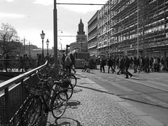 Norra Hamngatan i Göteborg 27 april 2018 (biketommy999) Tags: göteborg sverige sweden biketommy biketommy999 2018 svartvitt blackandwhite spårvagn tram